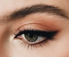 Eyeliner is one of the best type of eye makeup that helps to enhance your eyes and make it look more beautiful. By applying eyeliner you can accentuate your eyes…View Post Makeup Goals, Makeup Inspo, Makeup Inspiration, Makeup Tips, Makeup Ideas, Makeup Trends, Easy Makeup, Simple Makeup, Subtle Eye Makeup