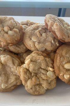 Macadamia Nut Cookies, Chocolate Macadamia Nuts, White Chocolate, I Love Food, Good Food, Yummy Food, Healthy Food, Junk Food, Food Porn