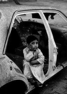 Steve McCurry 1991 KUWAIT. Al Ahmadi. 1991. Shepherd boy.