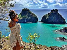 """@sarafranklin__ - """"Ela é só dela. Das suas vontades da sua intensidade e das suas dúvidas. Das lágrimas dilacerantes aos sorrisos incandescentes. Ela é só dela. Das suas viagens das suas memórias e dos seus desejos. Ela é apaixonante mas é muita areia pra você. Uma praia inteira. Com água de coco trilha nas pedras e banho de mar. Ela é um absurdo. Um escândalo. Um abuso. Mas é só dela. De coração grande para o cachorro abandonado na rua e seco para quem já não merece mais outra chance. Ela…"""