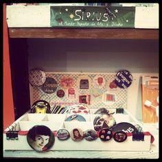 Expositor en Sirius tienda shop  San Vicente Ferrer 28 (en Calle San Vicente Ferrer)