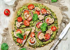 Crispy Kale Pizza , Kale has become in the century one of the healthiest foods that combine perfectly with various recipes such as pizza. Ingredients for less 4 More. Kale Pizza, Vegetable Pizza, Pizza Recipes, Healthy Recipes, Green Cabbage, Complete Recipe, Frisk, Dough Recipe, Tasty Dishes