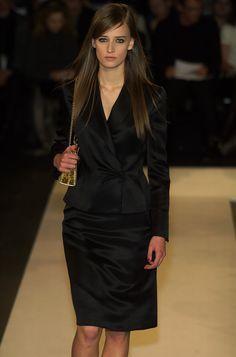 Oscar de la Renta Fall 2001 Runway Pictures - StyleBistro New York Fashion a462830ad