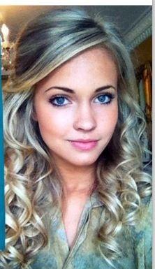 Half Up-Do Long Blonde Curls