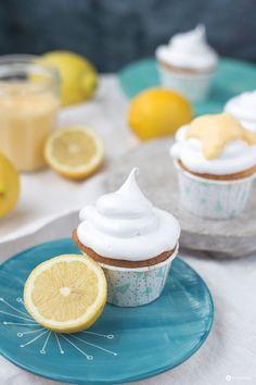 Lemon Curd Cupcakes mit Schokokuss Topping - Cupcakes mit leichter Nussnote, leckere Zitronencreme und ein super fluffiges Topping. Yummy!