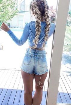 7 Famous Winter Hairstyles Only for Your : Long Hair In 2019 Here we have got some fantastic winter long hair collection for you in this new your. Take a look at the selection we have provided for you below. Have a look! Winter Hairstyles, Formal Hairstyles, Hairstyles 2018, Grunge Hair, Sexy Jeans, Jeans Fit, Daisy Dukes, Braided Hairstyles, Quiff Hairstyles