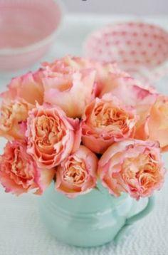 Love the centerpiece idea of flowers in teapots/teacups