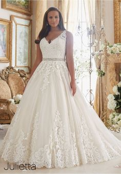 Vintage Plus Size Wedding Dresses 2017 Aline Wedding Gowns Appliques Beadings Bridal Dress vestido de noiva robe de mariage Plus Size Wedding Gowns, Bridal Wedding Dresses, Dream Wedding Dresses, Lace Wedding, Wedding Attire, Bridesmaid Dresses, Wedding Reception, Mori Lee Wedding Dress, Size 12 Wedding Dress