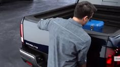 AbanCommercials: Honda TV Commercial  • Honda advertsiment  • Ridgeline Anatomy: Dual-Action Tailgate • Honda Ridgeline Anatomy: Dual-Action Tailgate TV commercial • The versatile Ridgeline's tailgate swings out to make loading and unloading a breeze.