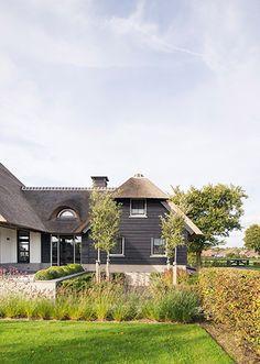 www.buytengewoon.nl landelijke-tuinen landelijke-tuin-bij-gerenoveerde-boerderij-in-uddel.html Landscape Design, Garden Design, House Goals, Beautiful Buildings, Garden Inspiration, Country Style, Future House, Bungalow, Facade