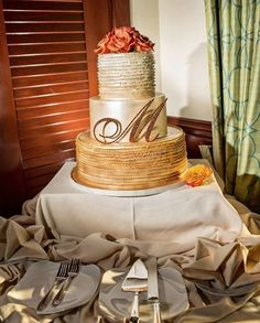 These Wedding Cakes are Too Pretty To cut! - MODwedding Mod Wedding, Wedding Events, Dream Wedding, Round Wedding Cakes, Wedding Cake Inspiration, Wedding Ideas, Fall Cakes, Take The Cake, Just Cooking