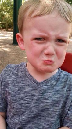 kid meltdowns: his mom wouldn't let him throw craisins at people Childfree, Young Life, Cry Baby, Parenting Advice, Funny Kids, Crying, Sons, Pregnancy, Hilarious