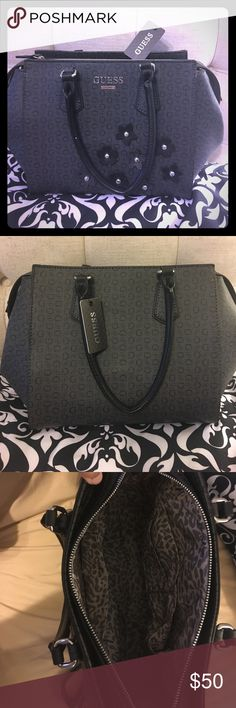 Guess handbag 👜 Black Large Guess handbag 👜 If you're looking for a great handbag that goes with everything and you can fit all of your things,that's your bag!! Guess Bags
