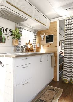caravan renovation before and after 76983474866154996 - Dwell – Before and After: A Couple Revamp an Old Airstream Into a Charming Workspace and Home Source by lagattasultetto Airstream Remodel, Airstream Renovation, Airstream Interior, Trailer Remodel, Home Renovation, Caravan Renovation Before And After, Airstream Decor, Truck Camper, Rv Campers