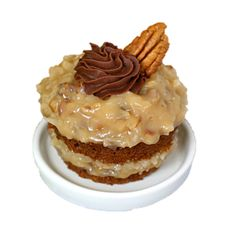 Layered German Chocolate Cupcakes with Chocolate Ganache are like a miniature form of the traditional cake. Just look at those layers of sticky coconut pecan frosting! German Chocolate Cupcakes, Chocolate Ganache, Chocolates, Luau Food, Coconut Pecan Frosting, Traditional Cakes, Dessert Recipes, Desserts, Sweet Bread