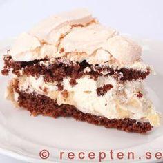 Chokladmarängtårta My Favorite Food, Favorite Recipes, My Favorite Things, Cake Calories, Cheesecake, Kakao, Cheesesteak, Biscotti, Nutella
