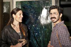 Sarah Mancino di fronte a uno dei magnifivi quadri di Mattia Luparia