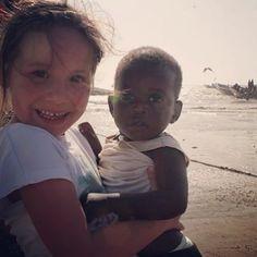 Gisteren op het strand van Tanji Gambia kwamen we dit schattige jongetje tegen . Alle liefde voor Gambia wat een fantastisch mooie mensen hier. #gambia #gambian #tanji #cute #sweet #beach #travelwithchildren #reizenmetkinderen #familyjaunts #globetrotter #instatravel #instapassport #reizen #travel #travelingram #travelphotography #travelpics #travelphoto #canon #canonphotography #littleboy #baby #children #travelwithkids