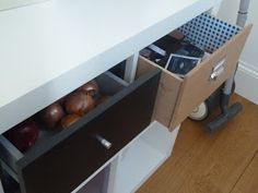 Materials: Expedit, MDF cut to size, felt , glue etc Description: Yes, of course IKEA sells drawer sets for its Expedit but Pippa DIYs cheaper ones that ma Diy Drawers, Kallax, Ikea Hacks, Ikea Platform Bed Hack, Ikea Furniture, Furniture Design, Furniture Projects, Diy Projects, Homes