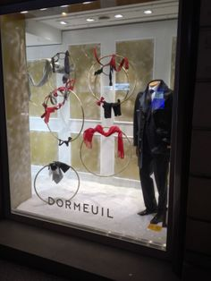 New shop window display in Rue François 1er  #dormeuil #dormeuilmode #shopwindow #mensfashion #fashion #collection