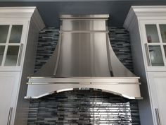 Hoods by Hammersmith - Stainless Steel Range Hoods Jonathan Alonso Board: Appliances, Stoves, and Ovens Kitchen Hood Design, Kitchen Vent Hood, Kitchen Fan, Kitchen Range Hoods, Kitchen Ideas, Kitchen Designs, Kitchen Decor, Stainless Range Hood, Stainless Steel Range Hood