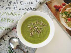 Zupa krem z brokułów i zielonego groszku to mój pomysł na szybki, zdrowy i pożywny obiad, gdy nie mam dużo czasu na gotowanie.