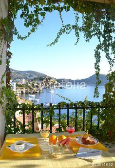 """Breakfast on the balcony in Lipari, Sicily, Italy"" criada por luigi nifosì"