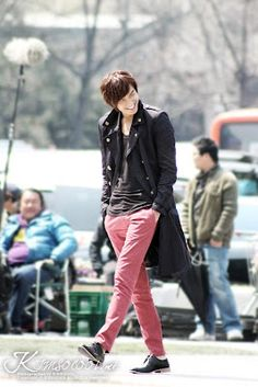 Lee Min Ho in City Hunter. Rocking the hot pink pants as only a Korean man can!