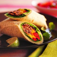 These are so suculant and yummy. Put a new spin on deli roast beef with a simple Thai dressing. Wrap it up with juicy mango and red pepper strips for an easy-eating dinner. Get this recipe here food. Wrap Recipes, Beef Recipes, Best Stir Fry Recipe, Beef Wraps, Sliced Roast Beef, Dressing, Lunch Snacks, Mets, Dinner Menu