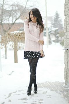 Snow, dots, fashionblogger, light pink knit, streetstyle, winter outfit, statement necklace
