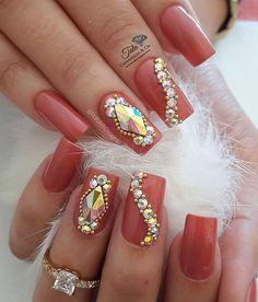 WEBSTA @ rafaartsdesigner - www.tatacustomizaçãoecia.com.brPedrarias para orçamento e comprá⬆  Aquela cor delicada com pedras divas❤ #UNHASDECORADAS #UNHASDASEMANA #UNHASDELUXO #UNHASDIVAS #simonetis Swarovski Nails, Rhinestone Nails, Bling Nails, Glitter Nails, Gem Nails, Diamond Nails, Hair And Nails, Beautiful Nail Art, Gorgeous Nails