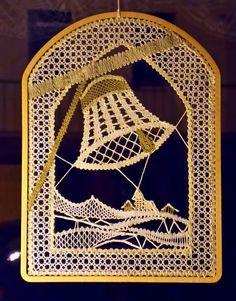 Crochet Symbols, Crochet Stitches, Bobbin Lacemaking, Bobbin Lace Patterns, Lace Heart, Lace Jewelry, Lace Making, Crochet Accessories, Binder