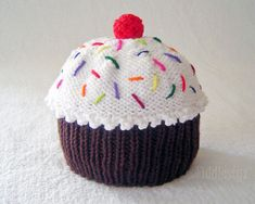 Knit Hat Knitting Pattern Baby Cupcake Hat por FiddlestyxStudios