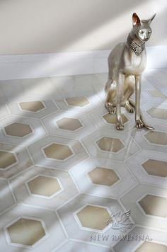 Ruche, a stone waterjet mosaic in polished Calacatta and Thassos, and Cream Onyx | New Ravenna