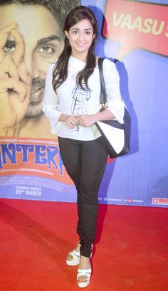 Monali Thakur at the premiere of 'Hunterrr'. Cute Celebrities, Bollywood Celebrities, Bollywood Actress, Celebs, Bollywood Fashion, Indian Fashion Trends, Indian Fashion Dresses, Indian Outfits, Most Beautiful Indian Actress