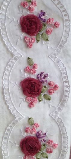 Wonderful Ribbon Embroidery Flowers by Hand Ideas. Enchanting Ribbon Embroidery Flowers by Hand Ideas. Embroidery Bags, Silk Ribbon Embroidery, Hand Embroidery Patterns, Vintage Embroidery, Learn Embroidery, Embroidery Designs, Satin Ribbon Roses, Ribbon Art, Lace Ribbon