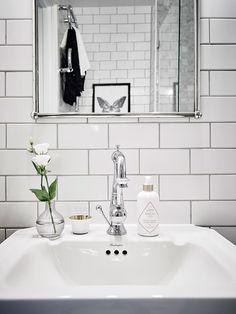 Påkostat badrum i marmor och krom ‹ Dansk inredning och design