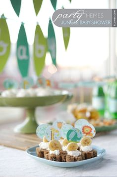 Jungle-themed baby shower http://www.ellinee.com/jungle-baby-shower/