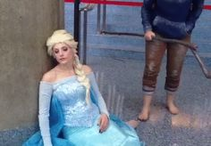 Don't you just love cosplay GIFS? In case you can't see, he is putting a snowflake into Elsa's hair lol XP #animeexpo2014