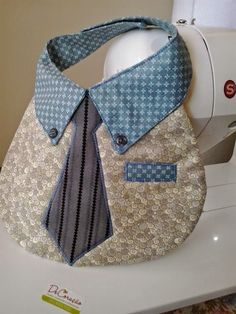 Crafty Cute Little Man Bib! Why not use the PATTERNS pinned previously in this listing!!! DeCoração Patchwork - Babador para meninos, super charmoso!