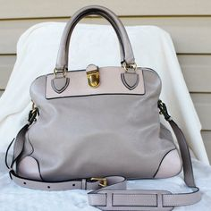 MARC JACOBS Satchel This Satchell is perfect for the spring and summer! It's in great condition. It's a large purse that would hold a lot of stuff. Marc Jacobs Bags Satchels