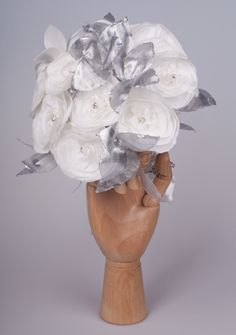 Bouquet of flowers totally handmade in silk taffeta color pearl and silver ( Bouquet de flores totalmente feitas à mão em tafetá de seda cor pérola e prata).  Visit Doce Açucena  acucena.doce@gmail.com  0035 922052180