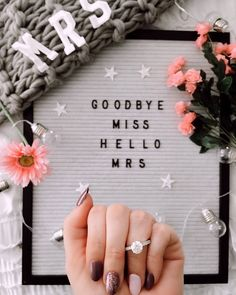 Show Off You Engagement Ring with These Creative Announcement Photos Engagement Quotes, Engagement Photo Poses, Engagement Couple, Engagement Pictures, Wedding Engagement, Announcing Engagement, Engagement Ideas, Perfect Wedding, Fall Wedding