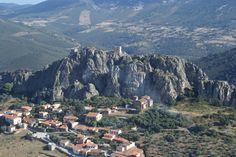 Preciosa foto de Cabañas del Castillo tomada de la web del Geoparque de las Villuercas. #Extremadura