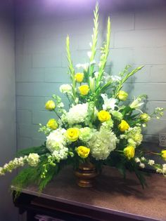 Yellow and white tribute. George Thomas Florist.