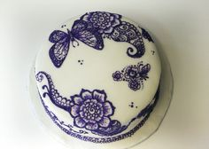 Henna indpired cake decoration