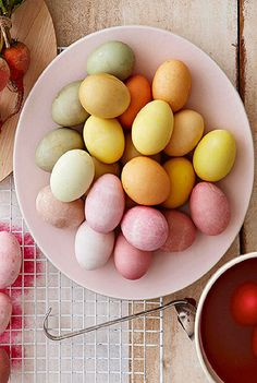 Dye Easter Eggs NATURALLY with fruit and vegetables