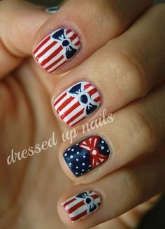 Dress up your nails for the 4th of July! Ugh I wish I could do that.