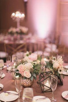Elegant low blush centerpiece for a romantic Las Vegas wedding | Meg Ruth Photo
