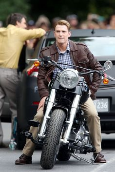Fuck Yeah Chris Evans dressed up, on a motorcycle. It'd be even better if he were in his uniform, but I'll take it! :D